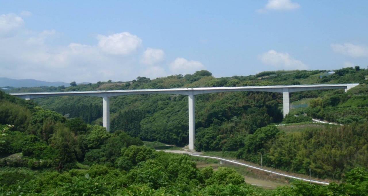 多良岳20号橋 5径間連続ラーメン箱桁橋