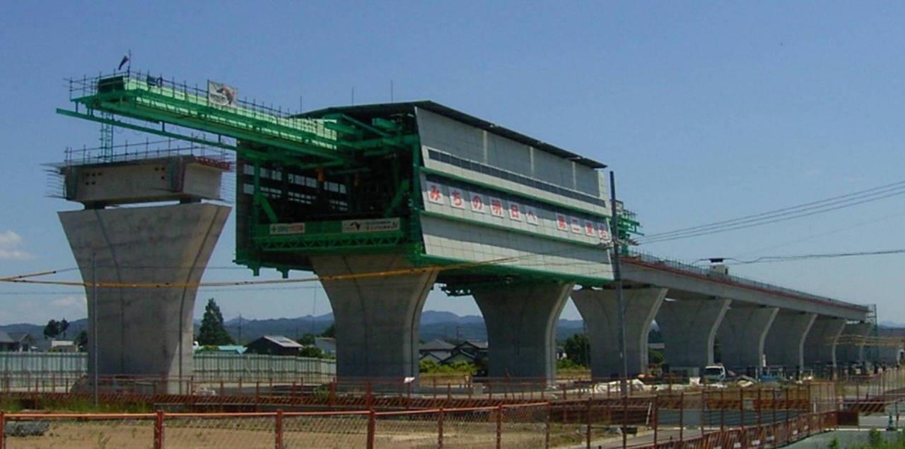 浜北高架橋 28径間連続鋼コンクリート複合橋(2主版桁部にて大型移動支保工を使用)