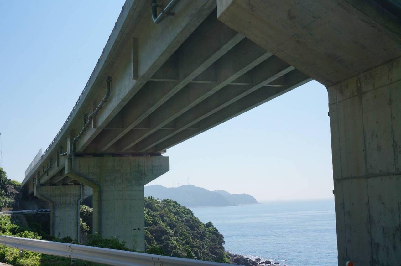 高崎山8号橋 4径間連結T桁橋