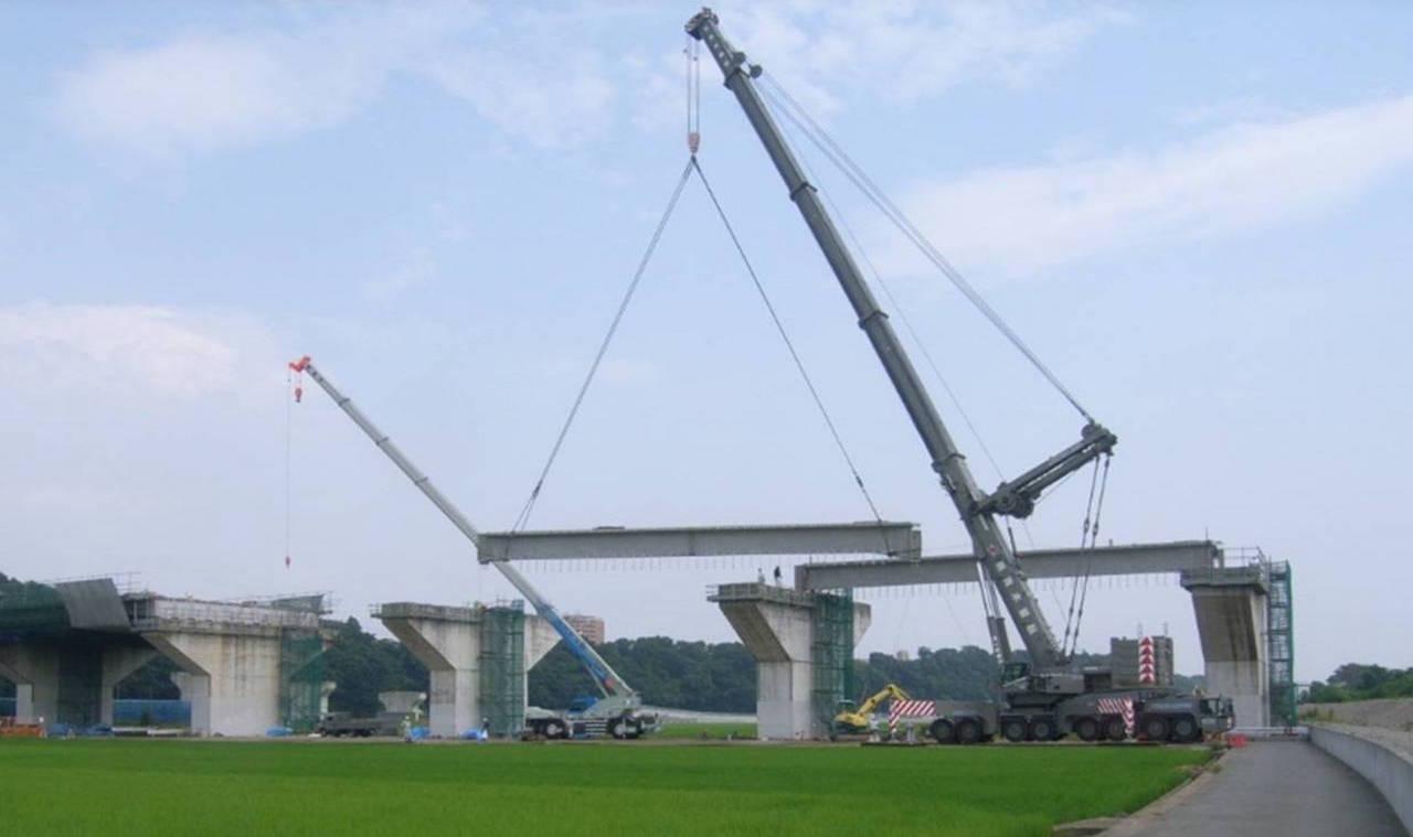 中津川左岸高架橋 ポストテンション方式 3径間連結T桁橋(トラッククレーン架設)