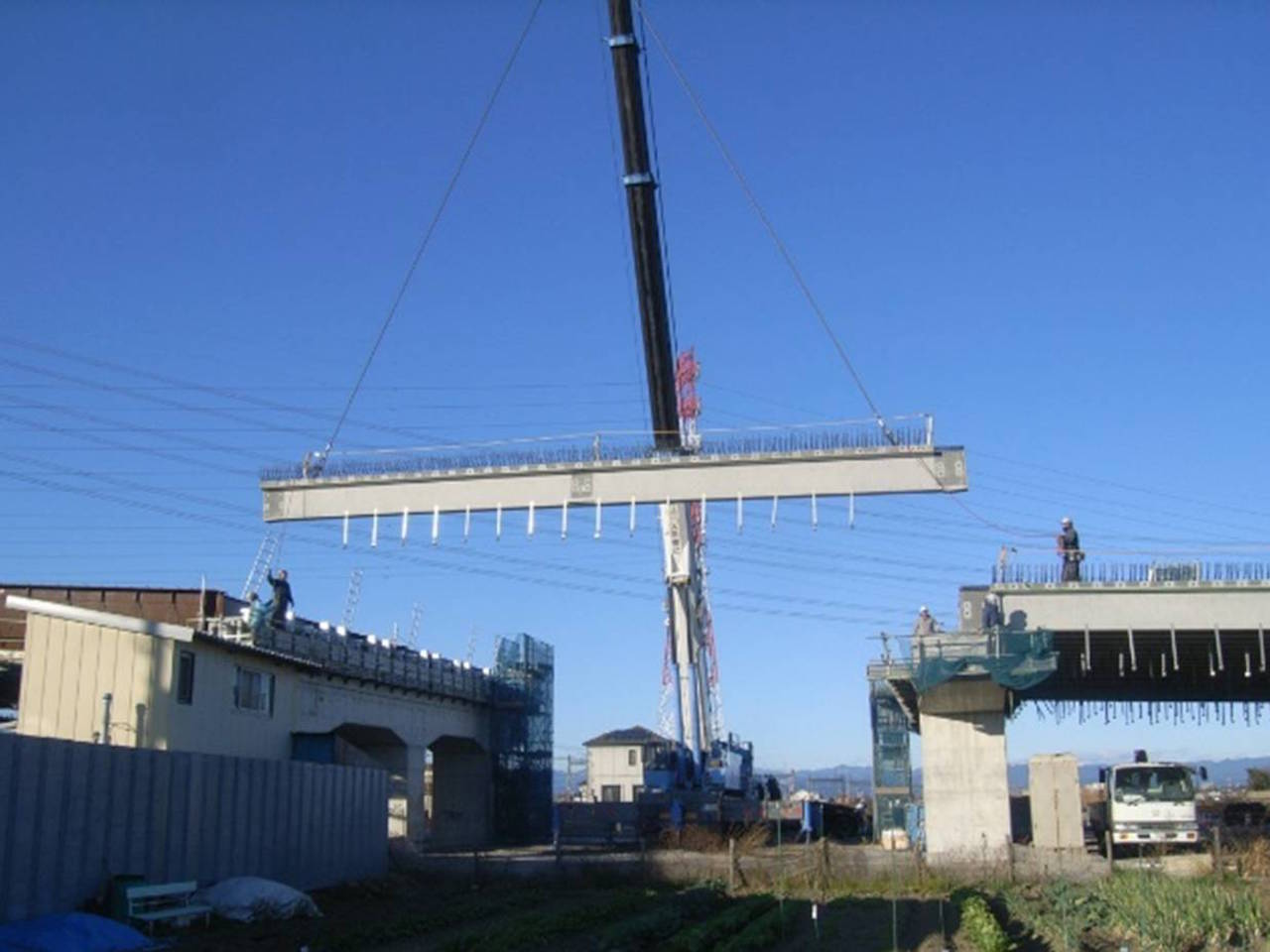 北環状線橋りょう プレテンション方式 3径間連結T桁橋(トラッククレーン架設)